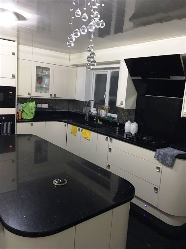 Room to rent in Barrett Street, Smethwick - Double Room- To let  - Image 3
