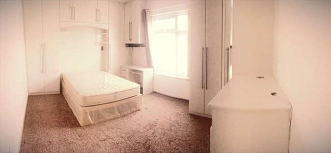 Room to rent in Cheshire Road, Smethwick - SPACIOUS DOUBLE ROOMS AVAILABLE ALL BILLS INCL. - Image 1