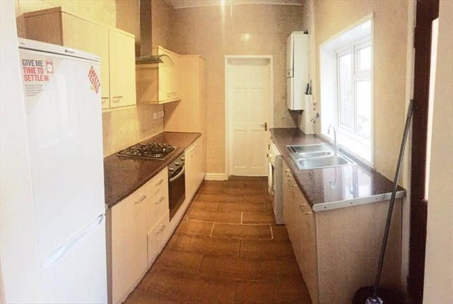 Room to rent in Cheshire Road, Smethwick - SPACIOUS DOUBLE ROOMS AVAILABLE ALL BILLS INCL. - Image 2