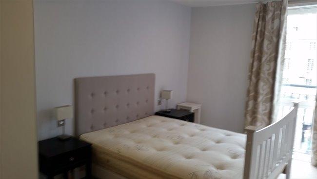 Room to rent in Sylvester Path, London - FABOLOUS DOUBLE ENSUITE - Image 1
