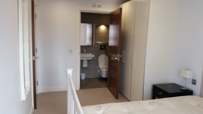 Room to rent in Sylvester Path, London - FABOLOUS DOUBLE ENSUITE - Image 2