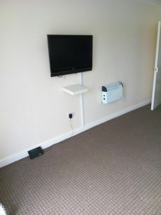 Room to rent in Stamford Road, Manchester - A single in a 3-bed flat on Stockport road. Just less than 10 mins to picadilly - Image 1