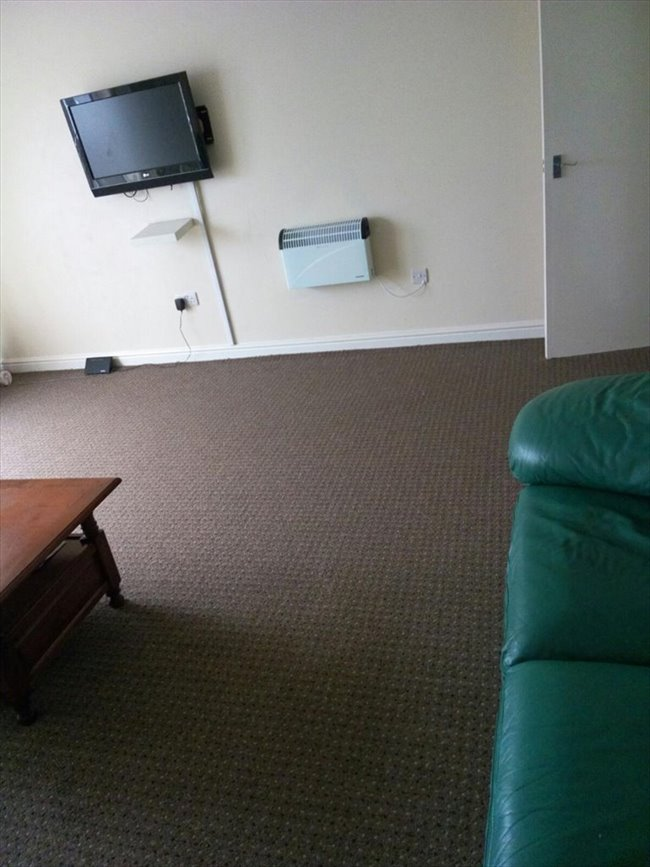 Room to rent in Stamford Road, Manchester - A single in a 3-bed flat on Stockport road. Just less than 10 mins to picadilly - Image 2