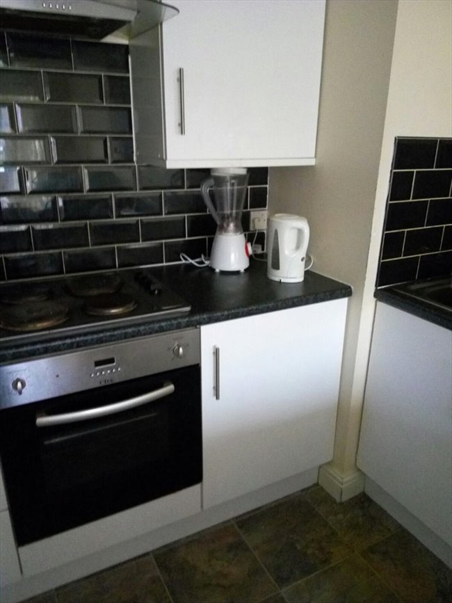 Room to rent in Stamford Road, Manchester - A single in a 3-bed flat on Stockport road. Just less than 10 mins to picadilly - Image 4