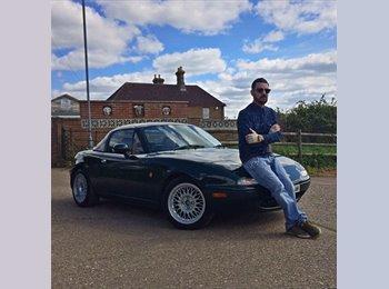 EasyRoommate UK - Michele - 32 - Chesterfield